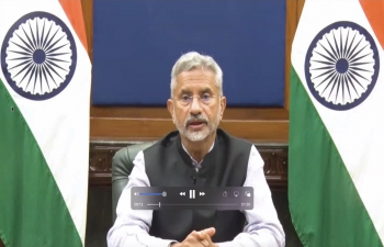 भारतीयकोंसुलावाससनफ्रांसिस्कोनेउपमाग्लोबलऔरविश्वहिंदीज्योतिकेसाथमेंमिलकर हिंदीदिवसउत्सवकाआयोजन कियाजिसेकौंसलजनरलडॉ.टीवीनागें
