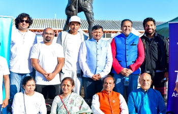 Floral tributes were paid by Consul General Dr. T.V. Nagendra Prasad and the Indian community at the statue of Mahatma Gandhiji. The statue is located in a prime location in San Francisco overlooking the Pacific and Bay Bridge.